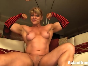 Female bodybuilder strips to show off her hard muscles