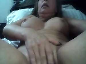 HOT COLOMBIAN MATURE MASTURBATING IN FRONT OF A CAM