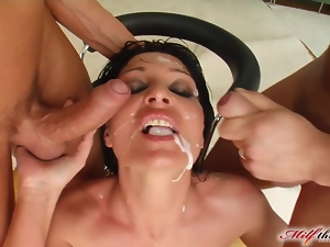 MILF Bell has double penetration and a cum bath