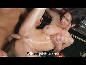 Veronica Avluv gives the bartender a hard time