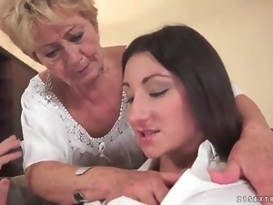 Young brunette fingers lesbian granny cunt