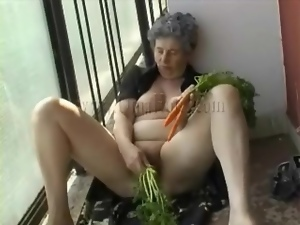 Carrots fill granny pussy in masturbation video