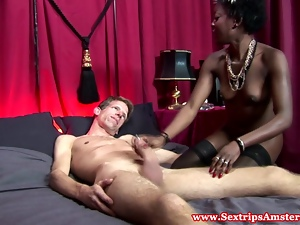 A sexy real dutch black hooker gets oralsex