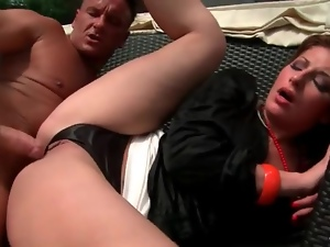 Fucking her cunt with throat around her neck