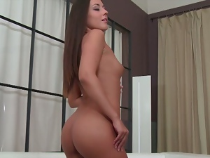 Perfect brunette iwia rubs her pink pussy