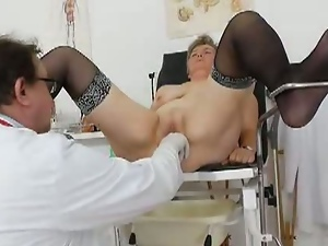 Fat mature gets a deep pussy exam