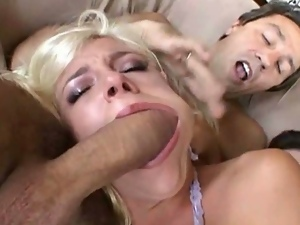 Blonde nympho filled in every hole