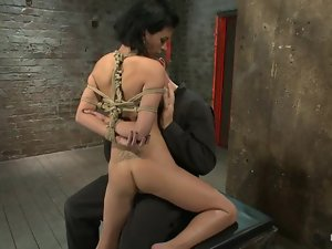 Bondage video with Bailey Brooks getting fingered
