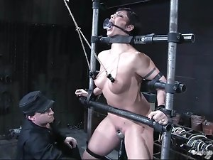 Satine Phoenix gets her vag smashed by a fucking machine in BDSM vid