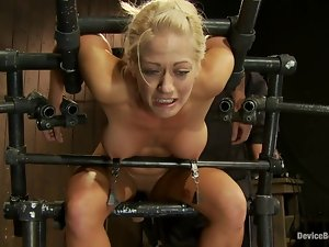 Curvaceous Holly Heart gets her nipples tortured