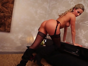 Smoking hot and deliciously sexy Anna Beletzki is making some love
