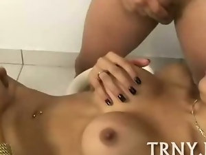 Sex-craving tranny going bad