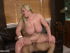 BBW Amateur Skye Sinn Loves to Fuck Big Dicks
