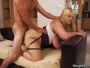 Samantha 38G loves getting her hot pussy pummelled