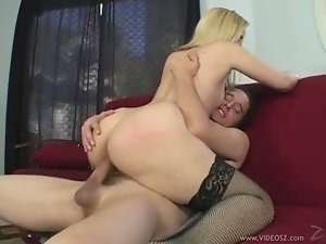 Bootylicious babe Ariel Summers enjoys the meaty cock screwing her twat behind