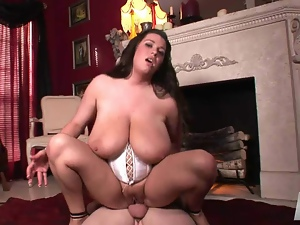 Classy chubby MILF babe blows huge cock in white corset