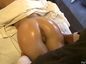Pervert Masseuse Bangs Hottiep4