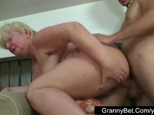 Raw sex with plump granny
