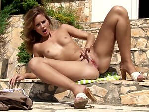 This kinky solo girl can make your day with her pussy