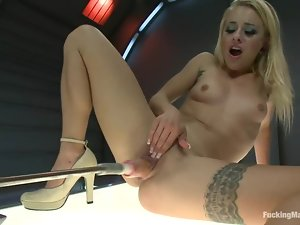 Cameron Canada gets her pussy amazingly pounded by a fucking machine