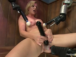 Sexy Jessica Heart gets toyed by a machine in a sauna