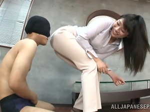 Miku Sunohara pleases a masked dude with grinding indoors