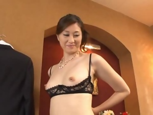Oily Masseuse Arisa Miyuki gives a hot sexual massage