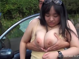 A big mama with huge honkers gets picked up
