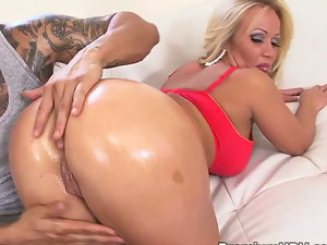 Perfect pornstar Austin Tailor gets pounded
