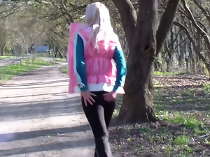 Crazy girlfriend fuck after a walk in the park