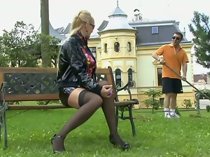 WETLOOK BLOWJOB IN THE PARK