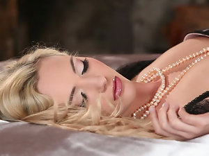 Sophia Knight is drop dead gorgeous and loves to it show off