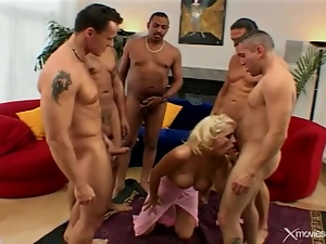 Bimbo looking blonde blows and bones guys in group
