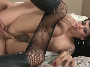 Butt banging a tranny babe in boots and fishnets