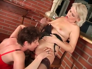 Mature brunette in leather skirt eats a pussy