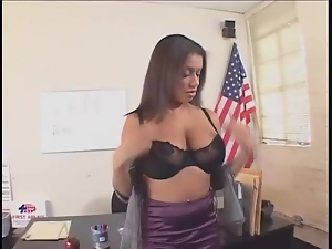 Cock plows the cunt of curvy girl on desk