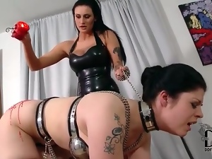 Hot wax drips on the ass of chained sub girl