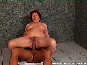 Mature sits on a dick on the bathroom floor