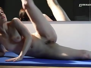 Nude ballet dancer is flexible in the mirror