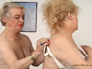 Granny goes down on sexy old pussy