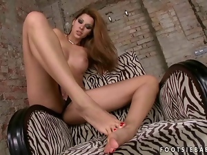 Cindy Hope playing with her nice feet