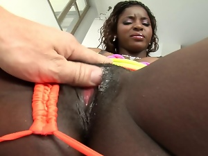 Nice black bitch squrts like a fucking fountain