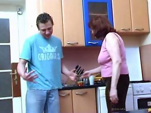 Admiring grannys adorable vagina for breakfast