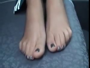 Toes in Sheer Ebony Pantyhose