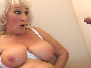 Aged BBW-Granny accepts Dick on Toilette 2