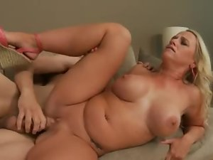 Curvy hottie with a bald box fucked in the cunt