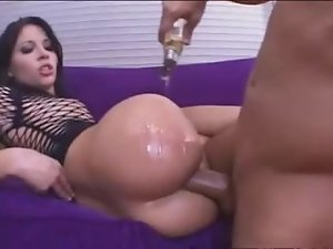 Oiled ass slut Rebeca Linares anal hardcore