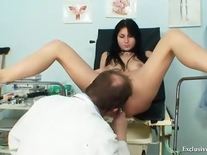 Doctor gives a sexy pussy exam