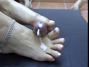 Talented footjob