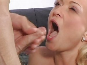 Banging and sprinkling a hot blondie
